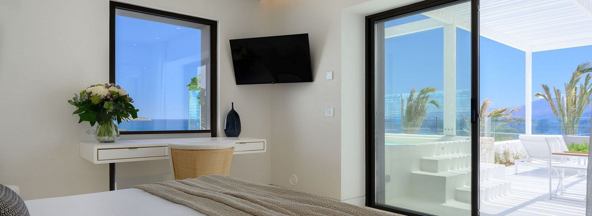 Deluxe Rooms with Outdoor Jacuzzi
